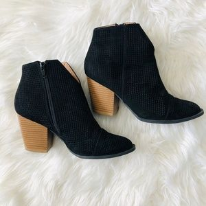 Qupid   Black Perforated Bootie Size 6